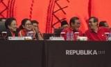 Ketua Umum PDI Perjuangan Megawati Sukarnoputri (kiri) bersama Menko Bidang Pembangunan Manusia dan Kebudayaan Puan Maharani (kedua kiri), Seskab Pramono Anung (kedua kanan), Menteri Hukum dan Hak Asasi Manusia Yasonna Laoly (kanan) hadir dalam Rapat Koordinasi Nasional (Rakornas) PDI Perjuangan di JIExpo Kemayoran, Jakarta, Jumat (11/1/2019).