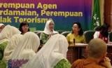 Ketua Umum PP Fatayat NU, Anggia Ermaini (ke-4 kiri)