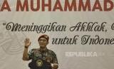 Ketua Umum PP Pemuda Muhammadiyah Dahnil Anzhar Simanjuntak menyampaikan sambutan saat penutupan Tanwir I Pemuda Muhammadiyah yang dihadiri Presiden Joko Widodo, di Tangerang, Banten, Rabu (30/11). Presiden Joko Widodo dalam kesempatan tersebut berpesan ti