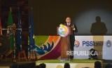Ketua Umum PSSI Edy Rahmayadi (kiri) menyampaikan pidatonya dalam pembukaan Kongres PSSI 2019 di Nusa Dua, Bali, Ahad (20/1/2019).