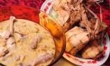 Waspada Makan Berlebihan Saat Lebaran, Ini Bahayanya. Foto: Ketupat dan opor ayam, hidangan khas Lebaran.