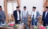KH Ma'ruf Amin berbincang dengan para pengurus Pondok Pesantren Gontor, Selasa (22/1).
