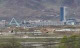 [ilustrasi] Komplek industri Kaesong di Korea Utara (Korut) dilihat dari desa Taesungdong di dalam zona demiliterisasi di Paju, Korea Selatan (Korsel), 24 April 2018.