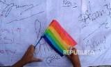 Komunitas LGBT menggelar aksi di Bundaran HI, Jakarta, Ahad (17/5).