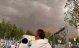 Angin Kencang dan Hujan Landa Arafah