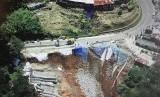 Pengguna Jalan Puncak-Cipanas Diminta Waspadai Longsor Kecil. Kondisi longsor di Puncak Pass Cianjur, Kecamatan Cipanas, tahun lalu..