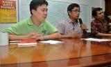 Koordinator Divisi Korupsi Politik ICW, Ade Irawan (kiri).