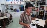 Kopi Tak Kie cuma satu dari sederet ragam kuliner yang bisa dicicipi di Gang Gloria, Glodok, Jakarta..