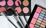Kosmetik. Ada sejumlah kesalahan yang jamak dilakukan orang saat memilih kosmetik.