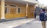 KPK segel rumah broker yang terjaring OTT dengan Bupati Subang Imas Aryumningsih, Rabu (14/2).