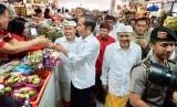 Kunjungan kerja Presiden Joko Widodo ke Pasar Badung dan Taman Kumbasari Tukad Badung Kota Denpasar, Bali, Sabtu (18/5).