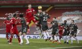Solskjaer Kecewa MU Lebih Bertahan Saat Lawan Liverpool