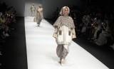 Lala Hanafi tampil dalam Jakarta Fashion Week 2019
