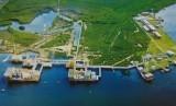 Lapangan Migas (ilustrasi). Pemerintah sedang melakukan evaluasi sejumlah wilayah kerja minyak dan gas bumi yang akan di lelang tahun ini dengan menggunakan dua skema kontrak bagi hasil yakni gross split dan cost recovery (production sharing contract/PSC).