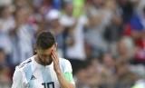 Lionel Messi dari Argentina bereaksi setelah Prancis memimpin selama pertandingan babak 16 besar antara Prancis dan Argentina, di Piala Dunia Sepak Bola 2018 di Kazan Arena di Kazan, Rusia, Sabtu, 30 Juni 2018.