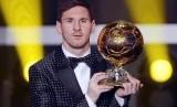 Lionel Messi saat menerima penghargaan Ballon d'Or pada masa lalu. (ilustrasi)