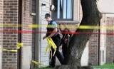 Lokasi penembakan oleh polisi di Chicago dipasang garis polisi.