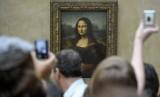 Lukisan Mona Lisa karya Leonardo da Vinci di museum Louvre, Paris, Prancis.