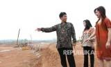 Managing Director Corporate Strategy and Services Sinar Mas Land Ishak Chandra (kiri)
