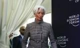 Managing Director dan Chairwoman Dana Moneter Internasional (IMF), Christine Lagarde dalam konferensi pers World Economic Forum di Davos, Senin (21/1).