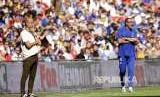 Manajer Chelsea Maurizio Sarri (kanan) dan manajer Manchester City Pep Guardiola dalam pertandingan Community Shield di Stadion Wembley, London.