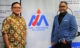 Mantan CEO OLX Daniel Tumiwa (kiri) dan Presiden AMA Indonesia DKI Jakarta Muhammad Rifqi Alam (kanan).