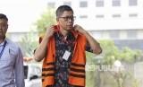 Mantan Kalapas Sukamiskin Wahid Husein tiba untuk menjalani pemeriksaan di gedung KPK, Jakarta, Selasa (16/10).
