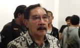 Mantan ketua KPK, Antasari Azhar bersama Denny Siregar berdiskusi dengan awak media dalam acara #SaveKPK dari radikalisme, Rabu (26/6). Acara digelar di Jalan HOS. Cokroaminoto nomor 92, Menteng, Jakarta Pusat.
