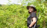 Ratu Kecantikan Myanmar Angkat Senjata
