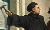 Martin Luther ketika protes surat pengampunan dosa dari Paus.
