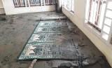 Masjid Baabussalam di Kelurahan Hinekombe, Sentani, Jayapura, tertimbun pasir akibat banjir bandang yang terjadi pada Sabtu (16/3) malam dan Ahad (17/3) malam. Hingga Jumat (22/3), masjid itu tidak bisa digunakan karena timbunan pasir yang cukup tinggi.