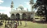 Umat Islam di Trinidad dan Tobago menghadapi penangkapan Islamofobia. Masjid sekaligus Islamic Center di Barrackpore, Trinidad.