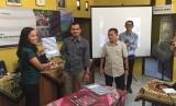 Masyarakat di sekitar area izin Hutan Tanaman Industi PT Wanamukti Wisesa (WW) dan PT Lestari Asri Jaya (LAJ) akan mendapat pembinaan melalui program kemitraan kehutanan dengan perusahaan