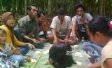Masyarakat makan bersama dalam rangka menyambut datangnya bulan Ramadhan yang disebut dengan tradisi pajak-pajak. Tradisi ini biasa dilakukan oleh masyarakat Nagari Pangian, Kecamatan Lintau Buo, Kabupaten Tanah Datar, Sumatera Barat.