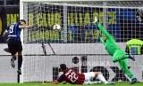 Mauro Icardi mencetak gol di akhir menit akhir pada laga derby antara Inter Milan dan AC Milan di Stadion San Siro, Milan, Senin (22/10) dini hari.