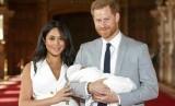 Meghan Markle dan Pangeran Harry serta bayi mereka, Archie Harrison.