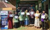 Melalui program Sahabat Guru Indonesia (SGI), Global Zakat- Aksi Cepat Tanggap (ACT) kembali menyalurkan bantuan biaya hidup untuk puluhan guru di Tasikmalaya.