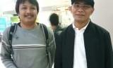 Mendikbud Muhadjir Effendy bersama Wartawan Republika Erik Purnama Putra, di Bandara Juanda, Selasa (12/6).