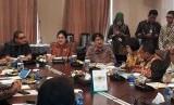 Menkes Nila F Moeloek menyampaikan paparannya saat kunjungan kerja ke PT Bio Farma Bandung, Sabtu (13/1).