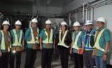 Menkeu Sri Mulyani Tinjau Fasilitas Riset Bio Farma, Jumat (26/4).