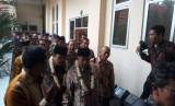 Menko Bidang Perekonomian, Darmin Nasution dan Gubernur Jawa Timur (Jatim) Soekarwo mengunjungi SMKN 4 Kota Malang, Kamis (13/12).