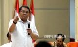 Menkominfo Rudiantara memberikan paparan saat konferensi pers di Gedung Menkominfo, Jakarta, Rabu (11/10).