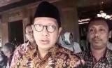 Menteri Agama, Lukman Hakim Saifuddin (kiri)
