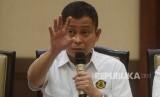 Menteri ESDM Ignasius Jonan memberikan keterangan dalam konferensi pers di Jakarta, Senin (5/3)