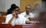 Menteri Hukum dan HAM Yassona Laoly memberikan paparan saat mengikuti rapat kerja dengan Komisi III di Kompleks Parlemen, Jakarta, Rabu (7/9).