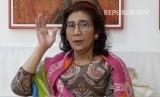 Mantan Menteri Kelautan dan Perikanan, Susi Pudjiastuti, menjual kaos bergambarkan animasi dirinya seharga Rp 150 ribu di Tokopedia.