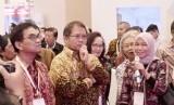 Menteri Komunikasi dan Informatika, Rudiantara (kedua kiri).