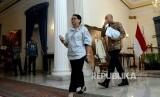 Menteri Luar Negeri Retno Marsudi berjalan setelah memberikan keterangan seusai bertemu dengan duta besar negara-negara Organisasi Kerjasama Islam (OKI) di Gedung Pancasila, Kemenlu, Jakarta, Selasa (25/7).