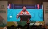 Menteri Pemberdayaan Perempuan dan Perlindungan Anak, Yohana Yembise, memberikan sambutan dalam acara Temu Nasional Partisipasi Publik untuk Kesejahteraan Perempuan dan Anak (PUSPA) 2017 di Hotel Vasa Surabaya, Senin (28/8).