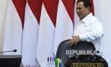 Menteri Pertahanan Prabowo Subianto bersiap mengikuti rapat terbatas tentang program dan kegiatan bidang politik, hukum dan keamanan di Kantor Presiden, Jakarta, Kamis (31/10/2019).